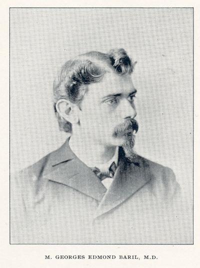 Portrait en plan poitrine d'un homme qui regarde de biais. Il porte moustache et barbichette.