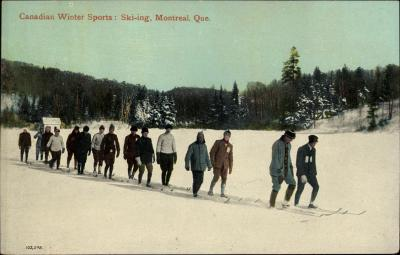Carte postale couleur montrant 15 skieurs en file de deux.