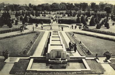 Carte postale du Jardin botanique. Bassins et fontaine à l'entrée du Jardin Botanique, à l'angle des rues Sherbrooke Est et Pie IX.