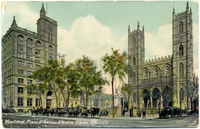 Carte postale montrant la place d'armes et l'église Notre-Dame