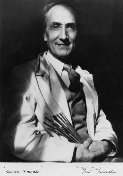 Portrait de Guido Nincheri tenant des pinceaux.