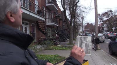 Capture d'écran du clip : José-Louis montre une photo prise quand il était enfant en se tenant à l'endroit où elle a été prise près de 60 ans plus tard.
