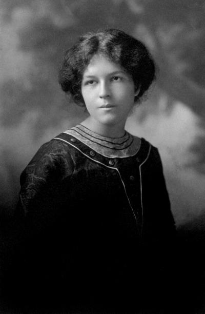 Photographie de Marie Gérin-Lajoie diplômée en 1911