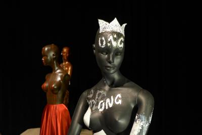 Mannequins dans l'exposition Raconte-moi… Haïti et Montréal