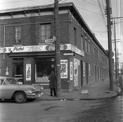 Épicerie H. Piché, située au 1380, rue Forfar, au coin de la rue Bridge, dans le Goose Village.