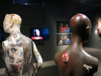 Vue sur une partie de l'exposition Raconte-moi… Haïti et Montréal