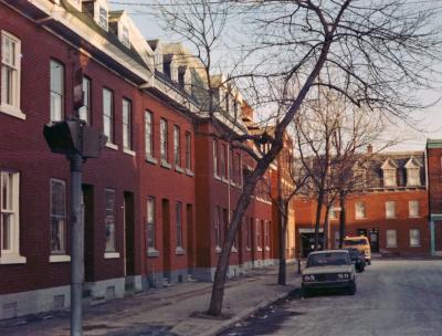 Vue sur une rangée de maisons ouvrières
