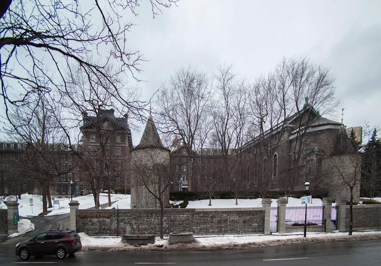 Photo montrant les tours et le Grand séminaire de Montréal