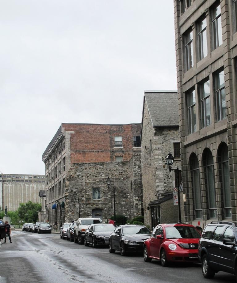 Vue sur la rue Saint-Pierre et l'ancien Hôpital général