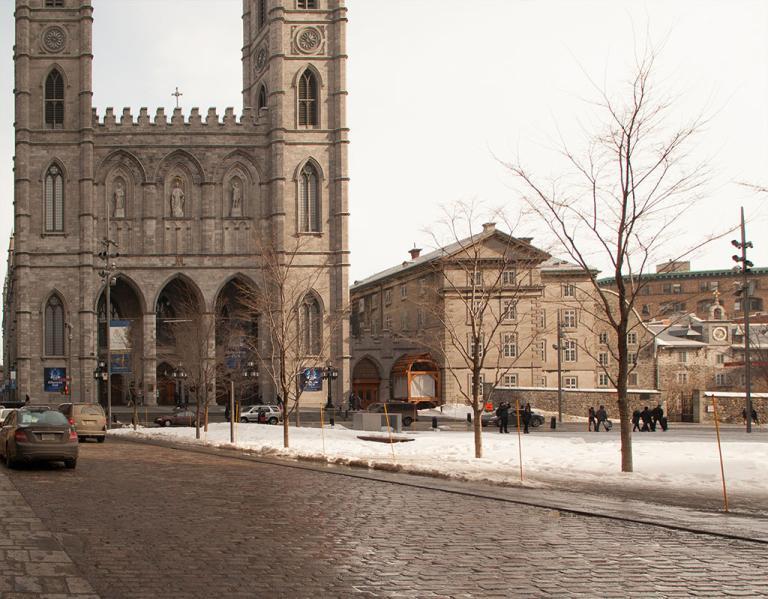 Basilique Notre-Dame sur la place d'Armes