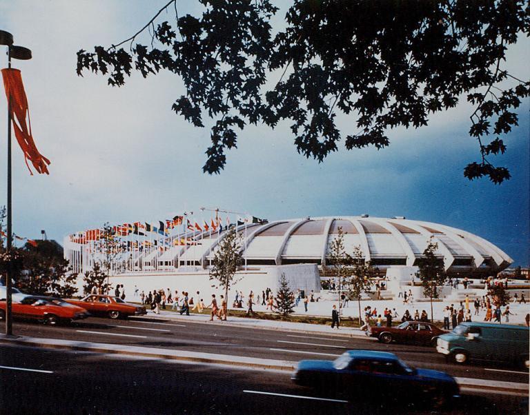 Le Stade olympique avant la construction du mât
