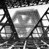 Construction d'un pavillon thématique conçu par la firme Affleck, Desbarats, Dimakopoulos, Lebensold & Sise
