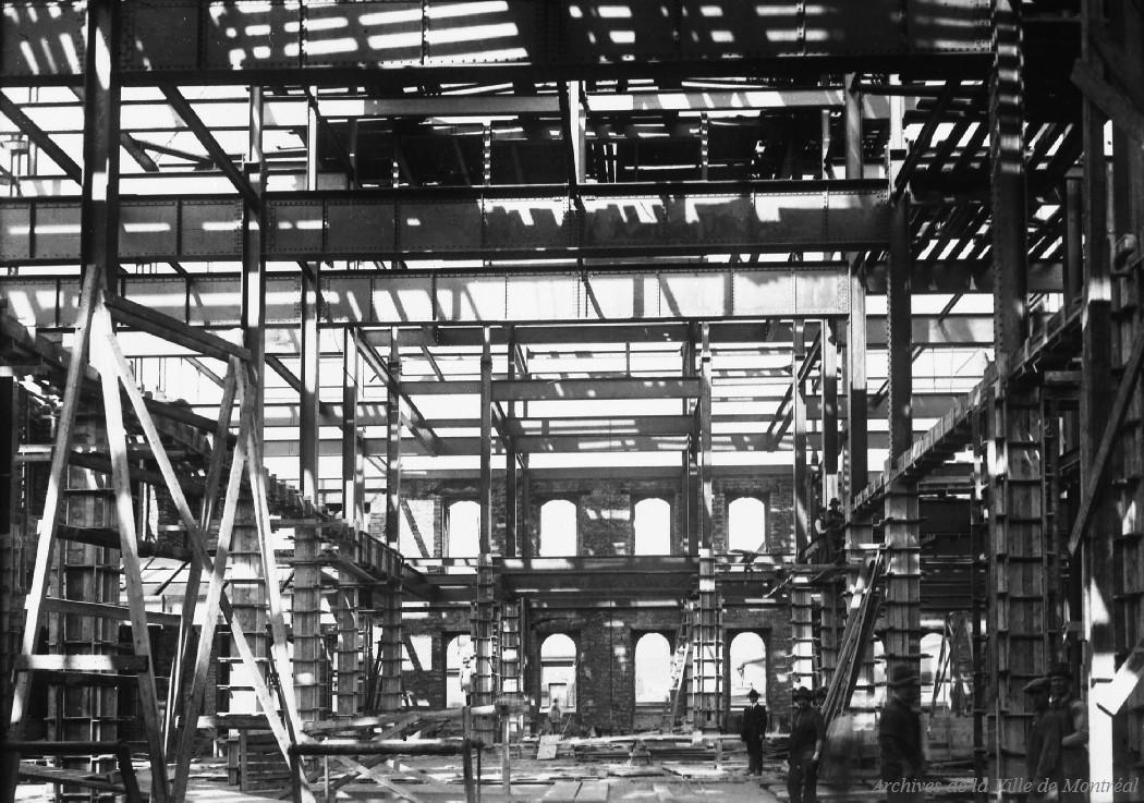 Reconstruction de l'hôtel de ville.