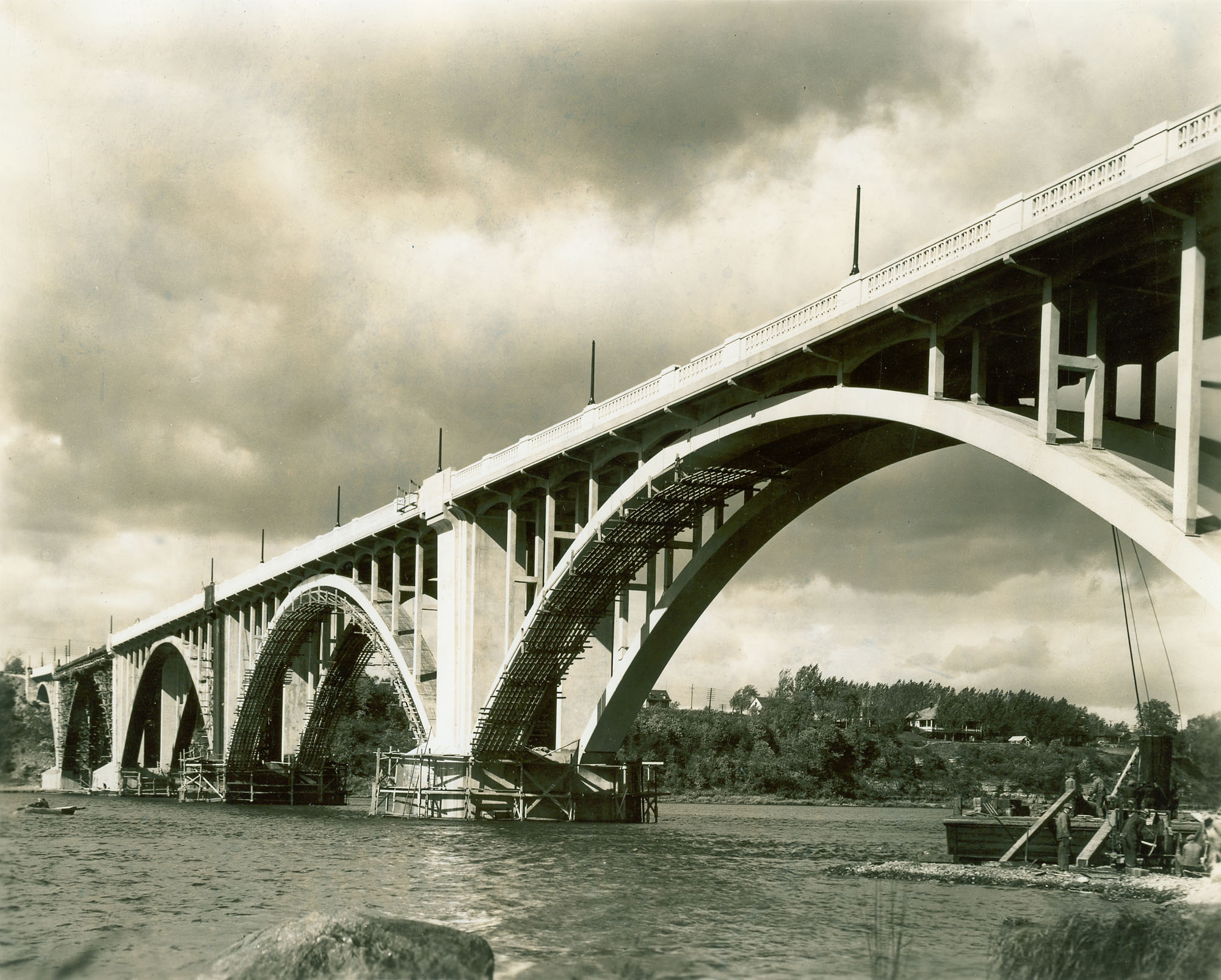 Le pont Pie-IX lors de la finition des travaux en 1938.