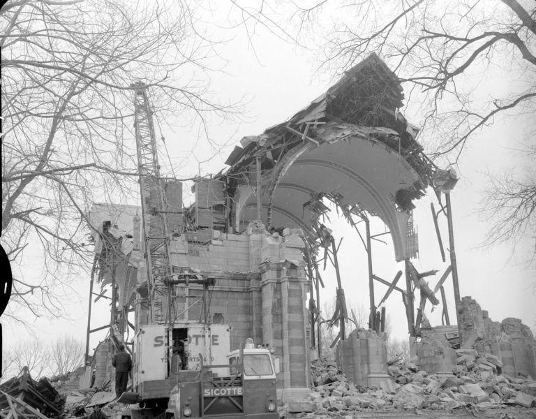 Photo d'une église en partie détruite