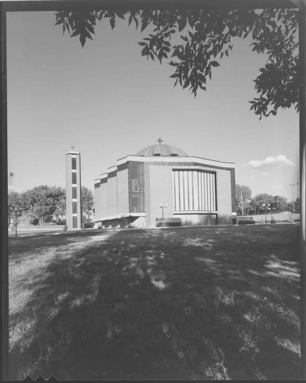 La cathédrale Saint-Georges en 1965.