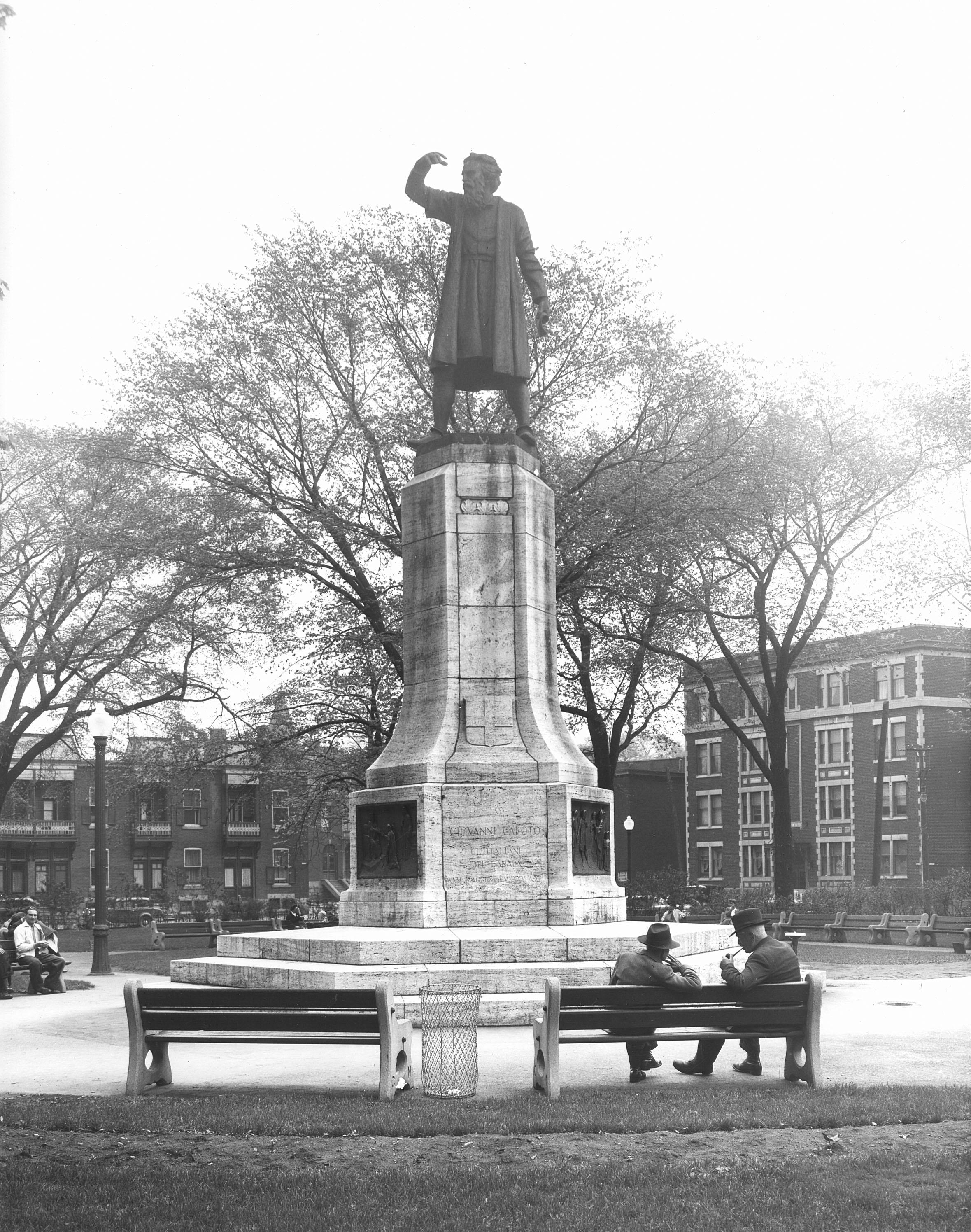 La statue de Giovanni Caboto, érigée au coin des rues Sainte-Catherine et Atwater