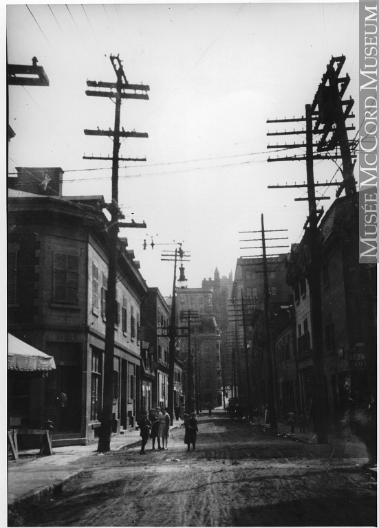 Vue du Quartier chinois à partir des rues Saint-Urbain et Vitré. Cette photo a été prise vers 1915.