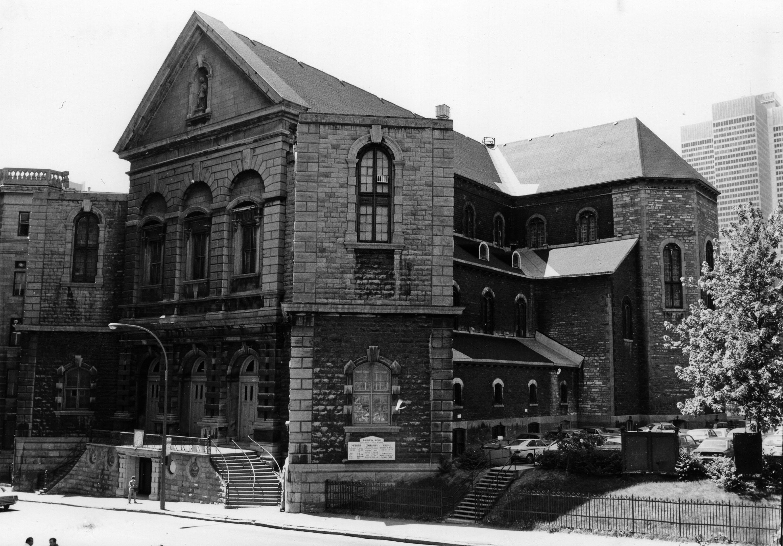 Façade du Gesù avec l'ancien collège Sainte-Marie à la gauche.