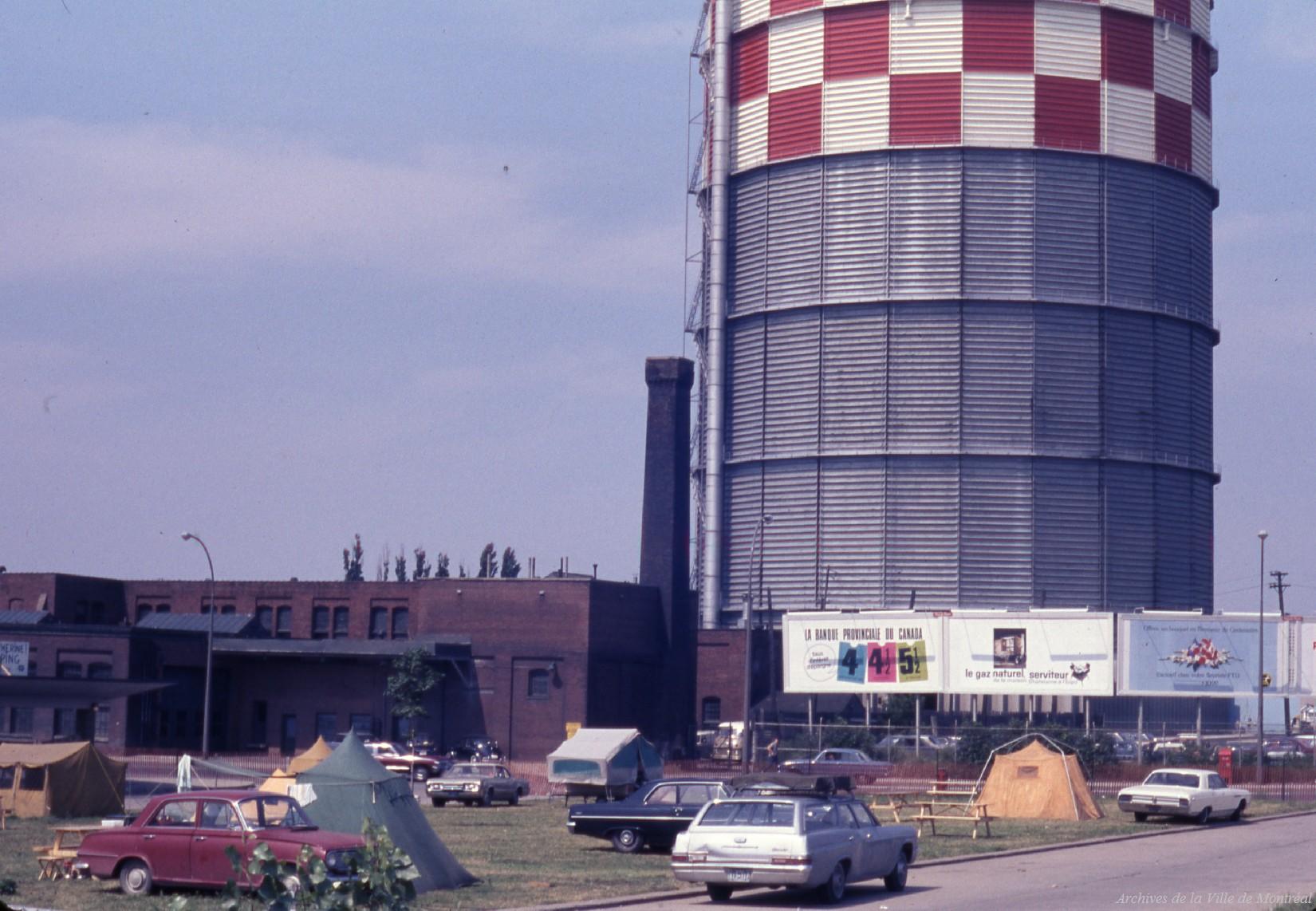 Terrain de camping près d'une raffinerie au moment d'Expo 67