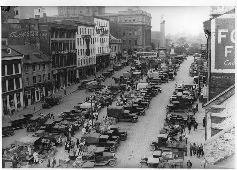 Le marché de la place Jacques-Cartier vers 1930.