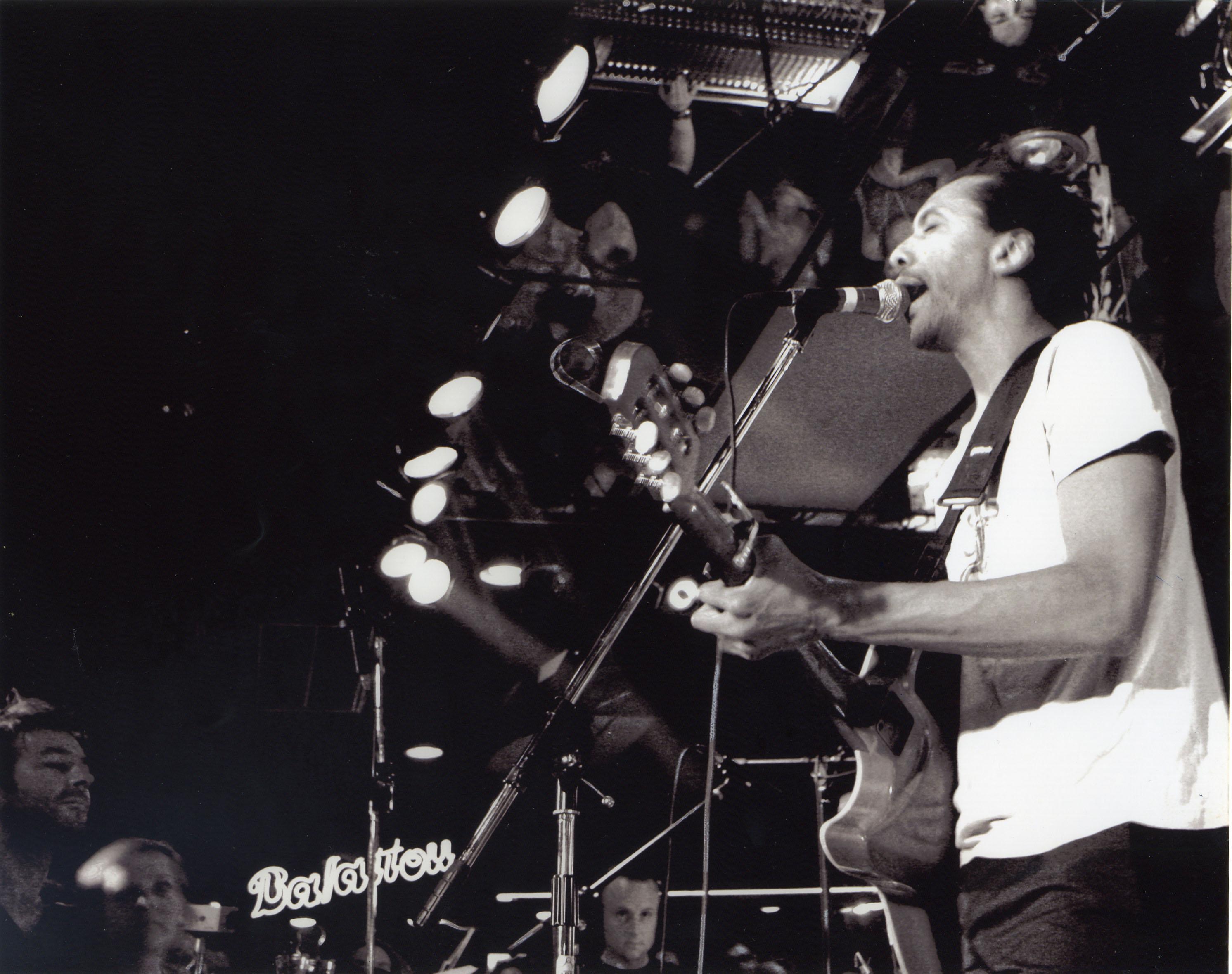 Daby Touré en concert à Montréal en 2005.