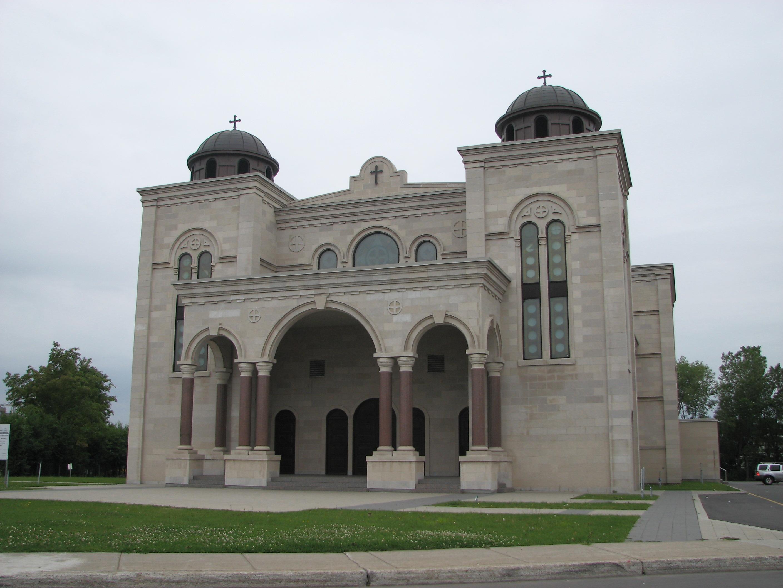 La façade de l'église Saint-Sauveur
