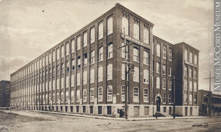 Édficie de la manufacture de chemises et de vêtements John W. Peck