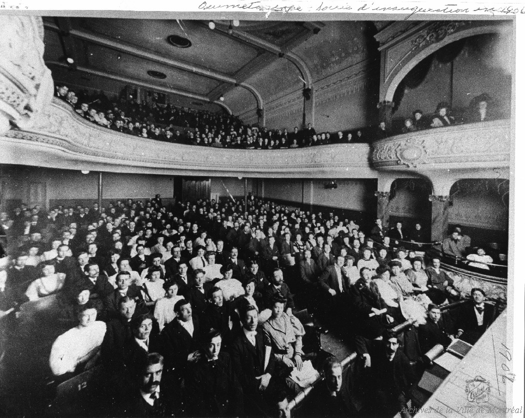 Salle du cinéma Ouimetoscope emplie de spectateurs
