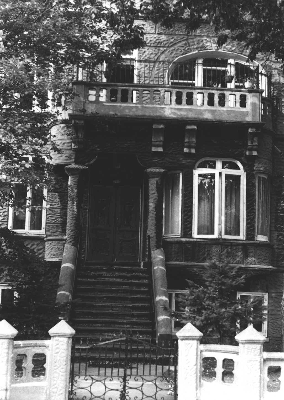 Bâtisse de la Bibliothèque publique juive anciennement située sur l'avenue de l'Esplanade.