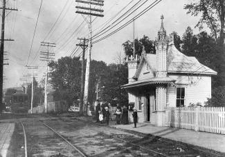 Petite gare où arrivaient les pèlerins qui venaient visiter le frère André.