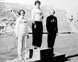 Les trois médaillées du 100 m aux Jeux olympiques de Los Angeles de 1932.