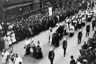 Procession religieuse lors du Congrès eucharistique de 1910.