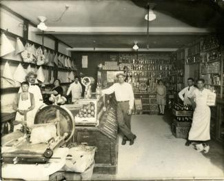 Intérieur d'une épicerie italienne