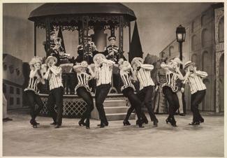 Danseurs des Ballets Chiriaeff à la télévision de Radio-Canada