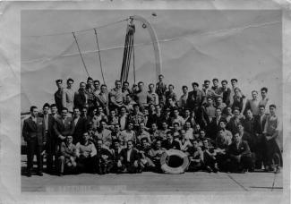 Photo officielle des premiers immigrants portugais arrivés au Canada sur le bateau SS.Saturnia en mai 1953.