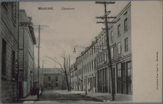 Vue de la rue De La Gauchetière. En arrière-plan, l'Église catholique chinoise.