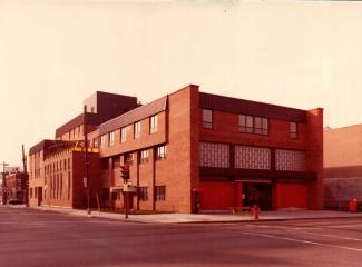 Façade du nouveau bâtiment au 7500 Saint-Denis en 1965.