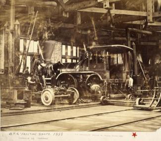 Vue sur la locomotive «Trevithick» dans la salle de montage