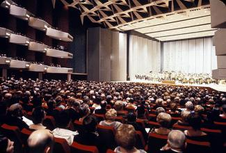 Salle comble lors d'une soirée de concert dans le Théâtre Maisonneuve