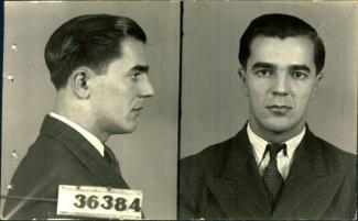 Photographie de profil et de face d'un homme portant un complet.