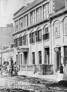 Vue de la façade du studio de William Notman, rue Bleury à Montréal.