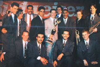 Jorge Ross et son orchestre, 13 personnes au total, reçoivent un prix