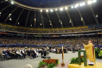 Cérémonie de canonisation du frère André au Stade olympique