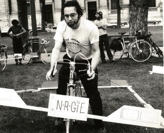 Robert Silverman sur son vélo lors d'une manifestation spatiale