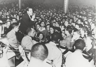 L'orchestre de Cab Calloway devant une salle comble