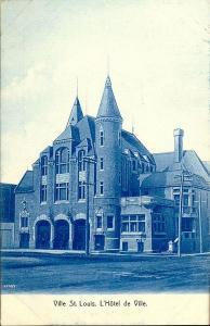 Carte postale monochrome montrant l'hôtel de ville de Ville Saint-Louis.
