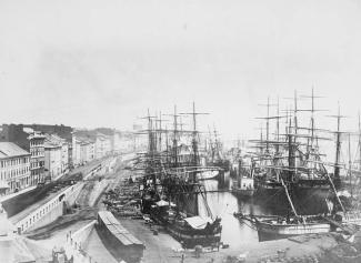 Vue du port de Montréal en 1874.