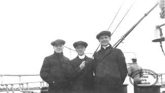 Paul-Émile Léger et deux confrères sulpiciens, Irénée Sauvé et Jean Demers, à bord d'un paquebot en route pour étudier en France (1929).