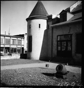 Photographie de la tourelle du versant nord-est du château.